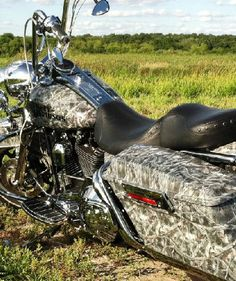 Harley Davidson motorcycle dipped in camo. aquagraffix.com
