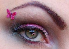 Sugar Pink - vnitřní koutek  Berry Pink - střed víčka  Sea Blue - vnější koutek + záhyb  libovolný tmavší hnědý stín  3 in 1 mascara - řasy  Bright Indigo (dd99) - obočí  Neon Pink glitry - obočí  Black Ultraviolet glitry - obočí    #BarryM #makeup #inspiration