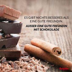 Und die beste Freundin weiß natürlich auch, welche Schokoladensorte wir am liebsten essen … Mehr Zitate rund ums Essen und Genießen gibt's hier: http://www.brigitte.de/rezepte/koch-trends/sprueche-essen-1216472/