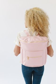 The perfect pink! Life takes you many places. Make sure you go with a Blush Fawn Design bag that will be with you for all your memorable adventures. Style and class meets space and functionality with Fawn Design diaper bags. We say diaper bag, but they make great anytime bags. Our original bag design is easy to clean and opens wide so you can see all of your everyday essentials. Wear your Fawn Design bag as a backpack or messenger bag and enjoy!