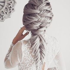 Weekend braided perfection ✨. Fancy #hairgoals for your weekend courtesy of the always amazing Emily Hannon. #weekendhaircrush #hairinspo #maneenvy #haircrush #braidgoals #braidgame