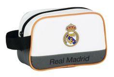 La última colección de papelería escolar del Real Madrid para este año 2014 está inspirada en la equipación oficial del club blanco para la actual temporada. Dimensiones: 22 cm x 13,5 cm x 8 cm.