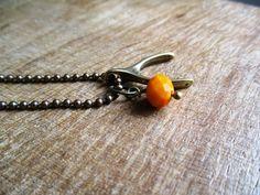 Wishbone - Wensbotje met oranje steentje aan bolletjesketting door EarlybirdiesNL op Etsy