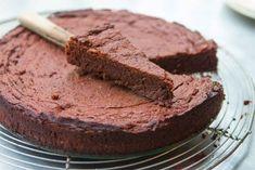 Voici la recette du moelleux léger au chocolat, un gâteau fondant, sans beurre ni farine très facile à faire et parfait pour le dessert. Ww Recipes, Healthy Recipes, Banana Brownies, Cake Factory, Ww Desserts, Food Inspiration, Chocolate Cake, Deserts, Low Carb