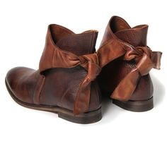 Leather bows booties