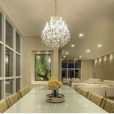 Luxo demais.... essa sala de jantar By @leonardomaiaarquitetos #arquiteto #ambiente #arquitetura #archdecor  #arquiteturadeinteriores #iluminação #lustredecristal #home #homedecor #style #homestyle #design #homedesign #interiores #instahome #saladejantar #instadecor #instadesign #luxury #interiordesign #detalhes #produção #decoreseuestilo #designdecor #decoraçãodeinteriores #decorhome #decordesign #decorando #archdesign #decorlovers