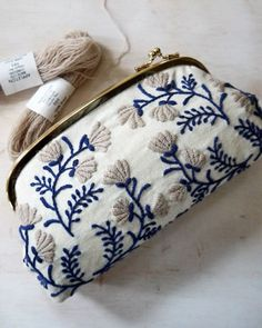 Yumiko Higuchi, artista do bordado Japanese Embroidery, Embroidery Applique, Cross Stitch Embroidery, Embroidery Patterns, Embroidery Fashion, Flower Embroidery, Needlework, Coin Purse, Purses