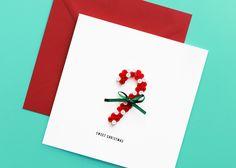 Um die wunderbare Weihnachtsvöllerei abzuschließen, muss noch was Süßes her! Für die Naschkatzen unter deinen Lieben.  Mit einem Zuckerstangerl aus Bügelperlen, abgerundet mit einem dunkelgrünen Mascherl.  Hergestellt in österreichischer Handarbeit Sweet, Cards, Christmas, Xmas Cards, Handarbeit, Navidad, Weihnachten, Christmas Music, Noel