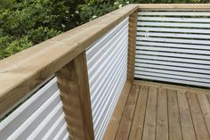 Deck Balustrade Ideas, Balcony Railing Design, Balcony Grill Design, Backyard Garden Design, Deck Building Plans, Outdoor Privacy, House With Porch, Facade House, Diy Pergola