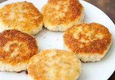 Salmon cakes recipe (made with real salmon, not the canned stuff....I must try)