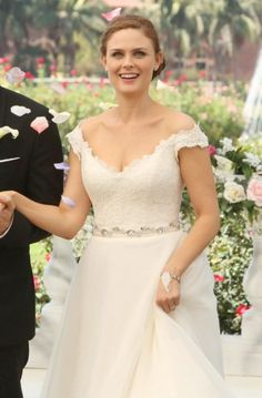 OMG i love this dress so much i'm so glad i found it!!! <3 Bones's wedding dress. Outfit Details: http://wornontv.net/20969/ #Bones