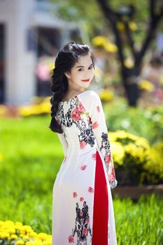 bikiniviet at DuckDuckGo Vietnamese Clothing, Vietnamese Dress, Vietnamese Traditional Dress, Traditional Dresses, Beautiful Girlfriend, Event Dresses, Ao Dai, Beautiful Asian Girls, Pakistani Dresses