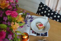 Easy Carrot Cake Traybake - The Cardiff Cwtch Easy Cakes To Make, How To Make Cake, Carrot Cake Traybake, How To Store Carrots, Apple Pie Cake, Easy Carrot Cake, Fall Cakes, Types Of Cakes, Baking Tins