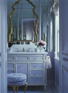 modern interior design ideas and color trends Modern bathroom decorating in vintage style, golden mirror frame and painted white wooden furniture. Bathroom Interior Design, Modern Interior Design, Interior Decorating, Decorating Ideas, Home Decor Trends, Elle Decor, Modern Bathroom, Bathroom Trends, Furniture Design