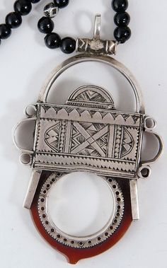 Niger | Tuareg necklace. Silver, carnelian and onyx beads