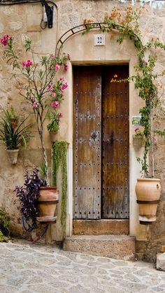 old house - file. Cool Doors, Unique Doors, Door Knockers, Door Knobs, Garden Doors, Facade House, Closed Doors, Doorway, Windows And Doors