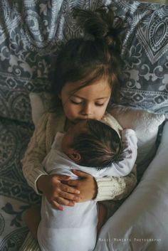 Newborn Baby Photography, Children Photography, Photography Ideas, Baby Sister Photography, Sweets Photography, Family Photography, Learn Photography, Photography Basics, Photography Courses