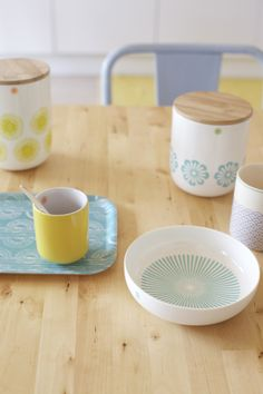 scandinavian style - another nice example of wood and ceramics working well together