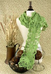 Look chic and stylish while wearing your new dainty green scarf. This free crochet pattern will look amazing on you no matter where you're going. The picot stitch and cluster stitch are used. Todo A Crochet, All Free Crochet, Cute Crochet, Beautiful Crochet, Crochet Hooks, Knit Or Crochet, Moogly Crochet, Modern Crochet, Crochet Summer