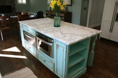 images of shabby chic kitchen cabnet paint jobs Diy Kitchen Island, Boho Kitchen, Kitchen Styling, Rustic Kitchen, Kitchen Decor, Distressed Kitchen, Small Apartment Kitchen, Shabby Chic Style, Kitchens