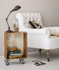 crate side table on casters. ****use wine crates! Casa Pop, Crate Side Table, Corner Table, Old Crates, Wine Crates, Wooden Pallets, Wine Boxes, Wooden Boxes, Vintage Crates