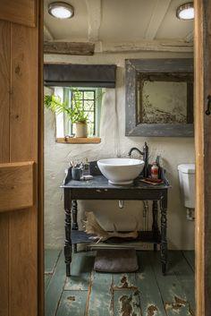 A Barn-Style Holiday Cottage Oozing With Rustic Charm - Dear Designer Barn Bathroom, Rustic Bathrooms, Bathroom Interior, Cottage Kitchens, Cottage Homes, Cabin Homes, Log Homes, Rustic Cottage, Rustic Barn