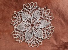Set-of-3-Vintage-Victorian-White-round-Crochet-Lace-Rosette-Doilies-Home-Decor