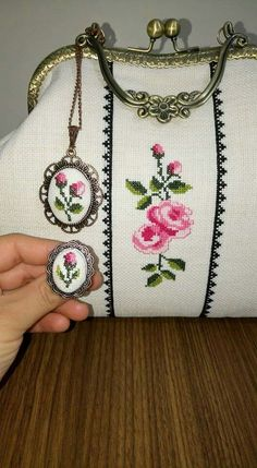 This Pin was discovered by Zeh Embroidery Purse, Ribbon Embroidery, Cross Stitch Embroidery, Frame Bag, Sewing Appliques, Fabric Bags, Crochet Purses, Vintage Purses, Handmade Bags