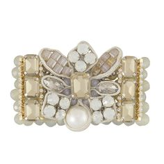 Das Armband Lareina ist ein Hingucker am Handgelenk. Die schimmernden Perlen und die opulente Blüte passen zu eleganten Outfits ebenso wie zur lässigen…