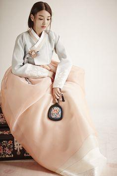 고급스러운 한복 명품한복: 청담 이승현한복입니다. 섬세하면서도 과감한 트렌디한 이승현한복만의 신부한...