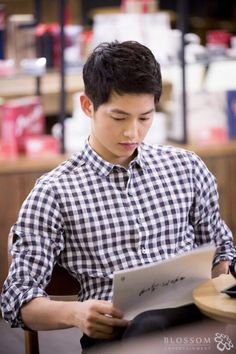 """Descendants of the Sun"": Kim Ji Won Puckers Up To Jin Goo + Song Joong Ki Behind The Scenes Park Hae Jin, Park Seo Joon, Song Hye Kyo, Korean Star, Korean Men, Asian Actors, Korean Actors, Korean Dramas, What Is Song"