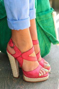 coral heels + light blue or washed denim pants, rolled up