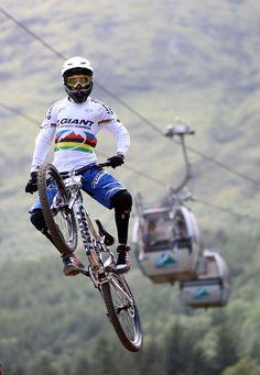 Danny Hart . Great MTB Driver, i like it. Great picture www.mountainbikefahrrad.de