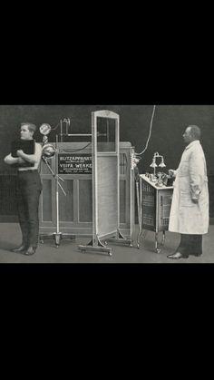 """En 1990 el pionero radiografía Friedrich Dessauer tomó la primera de la serie de imagen que muestra el corazón que late en sus movimientos con este """"blitzaparat"""". Este dispositivo de rayos X permitió a médicos por primera vez producir imágenes nítidas del corazón y, por tanto, obtener nuevos conocimientos en su funcionamiento"""