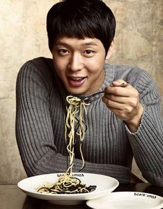 JYJ's Yoochun holds autograph event at new restaurant, Blacksmith