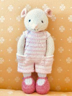 Ravelry: SazzBelle's Pandora Mouse – Knitting patterns, knitting designs, knitting for beginners. Knitted Doll Patterns, Knitted Dolls, Crochet Toys, Knitting Patterns, Knit Crochet, Knitted Stuffed Animals, Knitted Bunnies, Knitted Animals, Knitting Designs