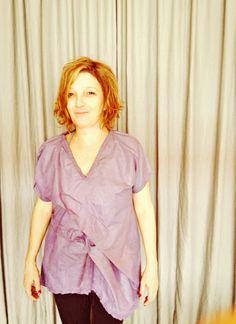 """http://heroina-alexandrelinhares.blogspot.com.br/2014/01/suzi-veste-heroina.html  Suzi veste blusa da série """"vazio"""", da Heroína - Alexandre Linhares."""