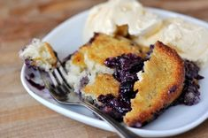 Our printable collection of 14 Sweet & Easy Casserole Recipes: Poke Cake Recipes, Cobbler Recipes, and More Desserts will help you make dessert in your favorite casserole dish. Sweet Desserts, Just Desserts, Sweet Recipes, Delicious Desserts, Cake Recipes, Dessert Recipes, Dessert Ideas, Winter Desserts, Delicious Dishes