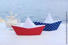 Морской набор: гирлянда из 10 флажков кораблики 2 шт. рыбы 4 шт.  Можно использовать для фотосессий,для оформления дня рождения или для интерьера комнаты в морском стиле.
