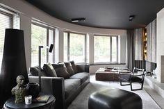 Una altra d'aquelles reformes amb classe: Color fosc en el sostre amb parets blanques, i un mobiliari minimalista. Té aquell tipus de look q...