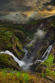 Vringfossen... http://media-cache5.pinterest.com/upload/96334879499287520_kgX8iked_f.jpg alphagedanken awesome places
