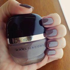 Unhas da semana no @celiofariabh: Delphine do Marc Jacobs #nails #beauty #marcjacobs #unhasdachata