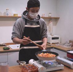x-exo: chef loey is back! 🍽 ✳︎ 'making kimchi. Baekhyun, Chanyeol Cute, Park Chanyeol Exo, Exo Kai, Chansoo, Chanbaek, D O Exo, Kim Bum, Boy Photography Poses