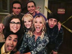 The Big Bang Theory cast. behind the scenes The Big Theory, Big Bang Theory Funny, John Ross Bowie, Cute Nerd, Johnny Galecki, Mayim Bialik, Jim Parsons, Tim Mcgraw, Comedy Tv