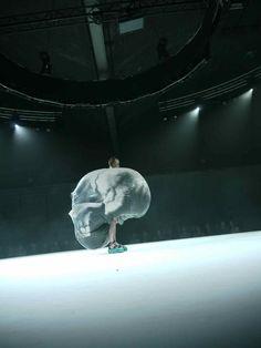 Manon Kundig  défilé de l'académie d'Anvers   http://www.antwerp-fashion.be/SHOW2012/4/manon_kundig/index.html#