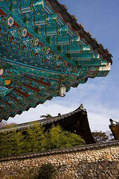 Roof painting on Haeinsa Temple, Korea South Korea Travel, Asia Travel, New Ravenna, Living In Korea, Asian Architecture, Korean Traditional, Buddhist Temple, World Photography, World Heritage Sites