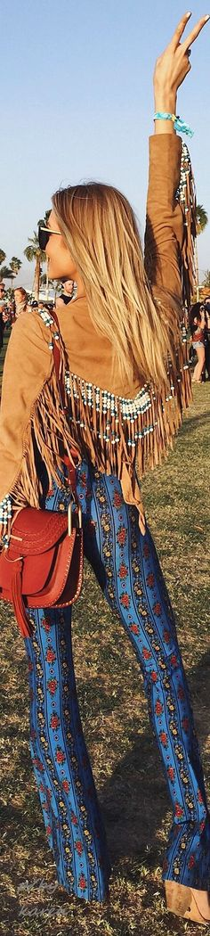 Boho Festival Style ~ FROM COACHELLA 2016  ≫∙∙☮️ Bohème Babe ☮️∙∙≪• ❤️ Curated  by Babz™️ ✿ιиѕριяαтισи❀ #abbigliamento #bohojewelry #boho
