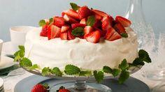 Festkake til 17 mai Frisk, Food Presentation, Soul Food, Sweets, Pavlova, Cakes, Gummi Candy, Cake Makers, Candy