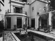 La maison parisienne de Bernard Boutet de Monvel et son jardin créés par Louis Süe en 1927. Passage de la Visitation Paris 75007.©GB