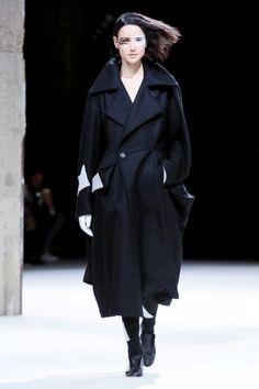 Yohji Yamamoto Fashion Show, Ready To Wear Collection Fall Winter 2018 in Paris
